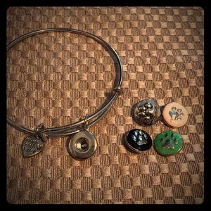 Jewelry - Mini snap bracelet with 4 animal paw snaps- NEW!!